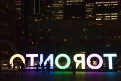 Nathan Phillps Square Toronto tecken, centrum på natten, Toronto, Ontorio Fotografering för Bildbyråer