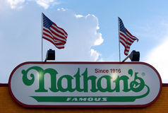 Nathan'sens tecken på September 01, 2013 i Coney Island, NY. Royaltyfria Bilder
