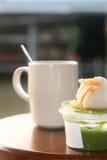 Natillas withpandan calientes del café y del pan Imagenes de archivo