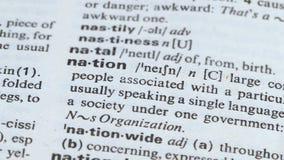 Nation blyertspenna som pekar ordbetydelsen, grupp människor som tillsammans bor, samhälle arkivfilmer