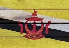 Nation von Brunei-Flagge auf Holzoberfläche Lizenzfreie Stockfotografie