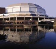 Nationaal binnenarenastadion dat over Birmingham hoofdlijn c wordt gezien stock foto's
