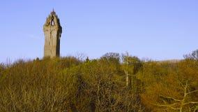 Nationaal Wallace Monument is een toren die zich op de schouder van Abbey Craig bevinden, een heuveltop die Stirling in Schotland