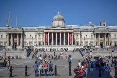 National Gallery ammucchiato sul quadrato di Trafalgar a Londra, Inghilterra fotografie stock libere da diritti