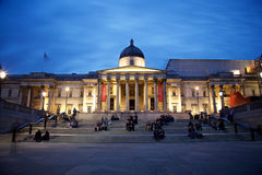 National Gallery i London vid natt Royaltyfri Bild