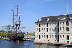 National Maritime Museum and Dutch sailing cargo ship of 17 cent Royalty Free Stock Image
