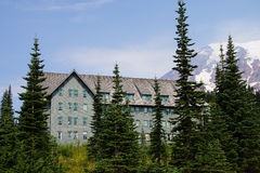 National Park Lodge at Patradise with Mt. Rainier Royalty Free Stock Photography