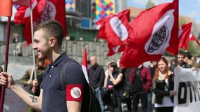Nationale Bolsheviks, samen met Communistische partijverdedigers neemt deel stock video