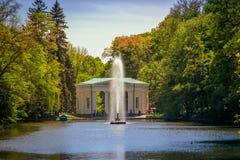 Nationale dendrological park & x22; Sofiyivka& x22; , Uman, de Oekraïne Sofiyivka is een toneeloriëntatiepunt van wereld het tuin Stock Afbeeldingen