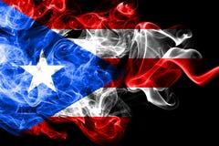 Nationale die vlag van Puerto Rico van gekleurde die rook wordt gemaakt op zwarte achtergrond wordt geïsoleerd Abstracte zijdeach vector illustratie