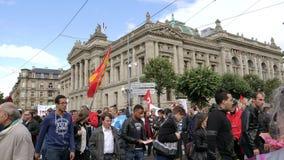 Nationale et universitaire De Strasbourg de Bibliotheque de drapeaux de protestataires banque de vidéos