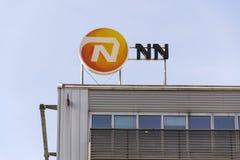 Nationale-Nederlanden od NN grupy firmy ubezpieczeniowej loga na budynku Czeskie kwatery główne Fotografia Stock