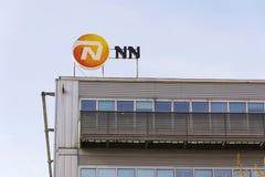 Nationale-Nederlanden van NN-het embleem van de Groepsverzekeringsmaatschappij bij de bouw van het Tsjechische hoofdkwartier Royalty-vrije Stock Foto