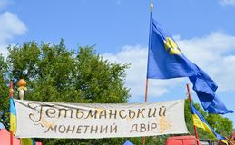 Nationale Oekraïense kleuren op Kozakvlaggen bij nationale Oekraïense jaarlijkse markt` Sor Royalty-vrije Stock Afbeeldingen