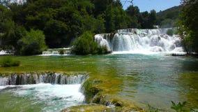 Nationale Parkwatervallen Krka in Dalmatië Kroatië stock footage