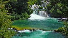 Nationale Parkwatervallen Krka in Dalmatië Kroatië Europa, stock footage
