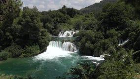 Nationale Parkwatervallen Krka in Kroatië stock video