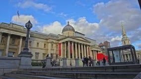 Nationale Porträtgalerie im Trafalgar-Platz, London, England, Vereinigtes Königreich stock video footage