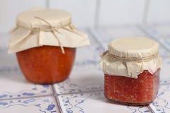 Nationale Russische mierikswortelsaus en tomaten Stock Afbeeldingen