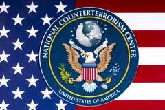 Nationale Terroristenbekämpfungs-Mitte-Dichtung und die US-Flagge Stockbild
