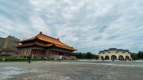 Nationale Theaterzaal en Liberty Square-hoofdingang van Chiang Kai-Shek Memorial Hall in Taipeh, Taiwan stock videobeelden