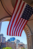 Nationale Vlag en Cityscape van Boston stock foto