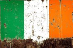 Nationale vlag van Ierland op metaaltextuur stock afbeeldingen