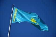 Nationale vlag van Kazachstan Stock Foto's