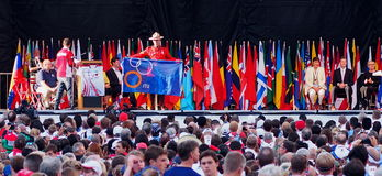 Nationale Vlaggen bij Triatlon Openingsceremonies Stock Afbeelding