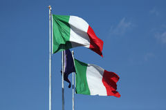 Nationale vlaggen van Italië en een vlag van Europese Unie Royalty-vrije Stock Foto's