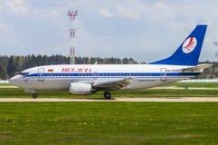 Nationaler Flughafen Minsks, Minsk, Weißrussland - 6. Mai 2016: Boeing 73 Stockfotografie