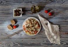 Nationaler Kreter, griechische Snack dakos stockfotos