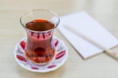 Nationaler türkischer heißer Tee im Glas lizenzfreies stockbild
