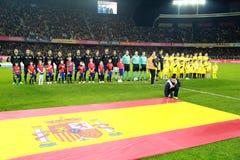 Nationales Fußball-Team von Spanien und Rumänien werfen für ein Gruppe pho auf Lizenzfreie Stockbilder