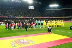 Nationales Fußball-Team von Spanien und Rumänien werfen für ein Gruppenfoto auf Lizenzfreie Stockbilder