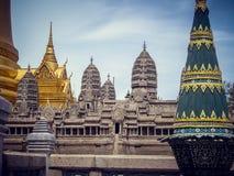 Nationales Gebäude in Thailand mit hohen Spitzen tourismus lizenzfreie stockfotografie