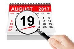 Nationales Luftfahrt-Tageskonzept 19. August 2017 Kalender mit magn lizenzfreie stockbilder