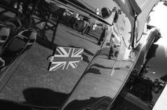 Nationales Union Jack Logo Vereinigten Königreichs auf klassischem Auto im blac Stockbild