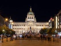 Nationalmuseum auf Wenceslas Square in Prag nachts lizenzfreies stockfoto
