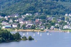 Nationalpark Eifel Achen в Германии - взгляде на озере на Ru стоковое изображение