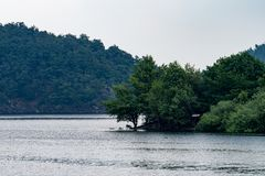 Nationalpark Eifel Achen em Alemanha - vista no lago em Rurtal Imagem de Stock Royalty Free