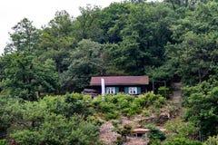 Nationalpark Eifel Achen em Alemanha - vista no lago em Rurtal imagens de stock