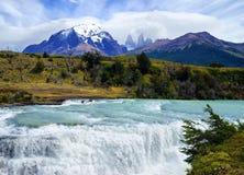 Nationalpark för `-Torres del Paine `, flodPaine vattenfall Royaltyfri Foto