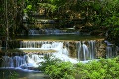 Nationalpark Kanchanaburi, Thailand Huai Mae Khamin Waterfall Khuean Srinagarindras stockfotos