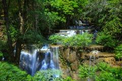 Nationalpark Kanchanaburi, Thailand Huai Mae Khamin Waterfall Khuean Srinagarindras lizenzfreie stockfotografie