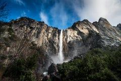 nationalpark USA yosemite för bridalveilKalifornien fall Arkivfoton