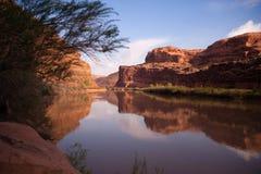 Nationalpark Utah för bågar för Coloradoflodenkust HWY 128 Arkivfoto