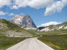 Nationalpark von Gran Sasso von Italien stockfotos