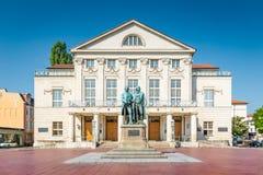 Nationaltheater avec le monument de Goethe-Schiller à Weimar, Thuringe, Allemagne photos stock
