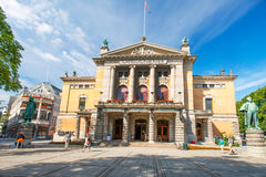Nationaltheatret ou le théâtre national à Oslo Norvège photographie stock